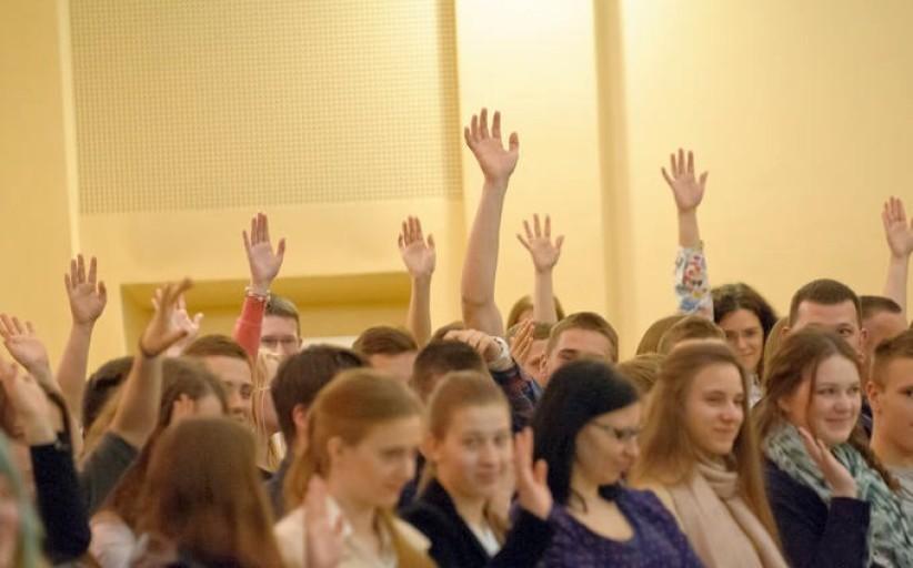 Moksleiviai balsuos, kurias partijas norėtų matyti Seime