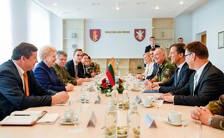 Olandų kariai – NATO vienybės ir socialinio solidarumo pavyzdys