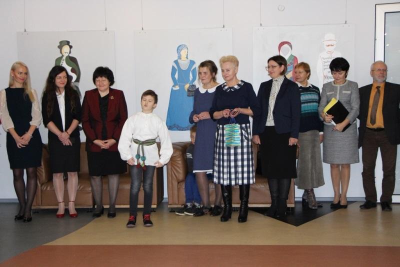 Panevėžio rajono dailės mokytojai atidavė duoklę Tautinio kostiumo metams