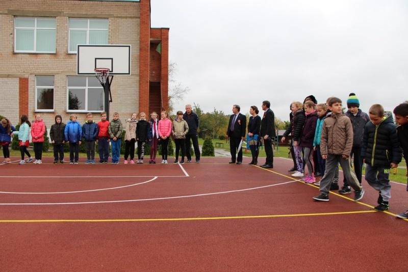 Atnaujinta sporto aikštelė Pažagienių mokyklos-darželio vaikams įkvepia didesnį norą sportuoti