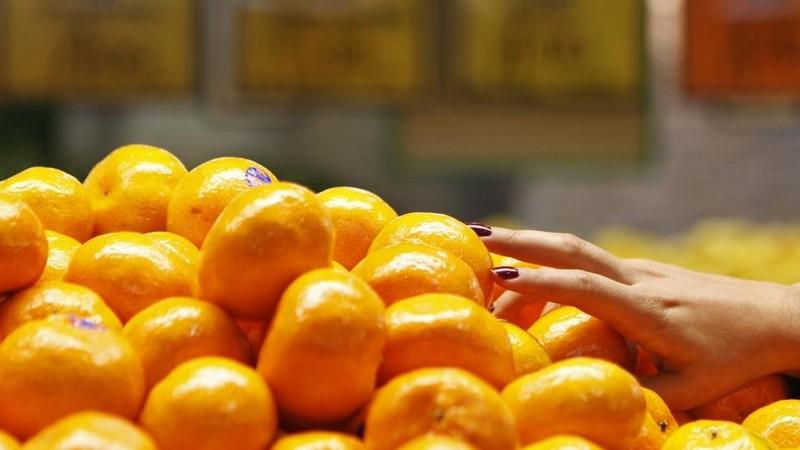 Atėjus šalčiams lietuviai suskubo pirkti mandarinus ir persimonus