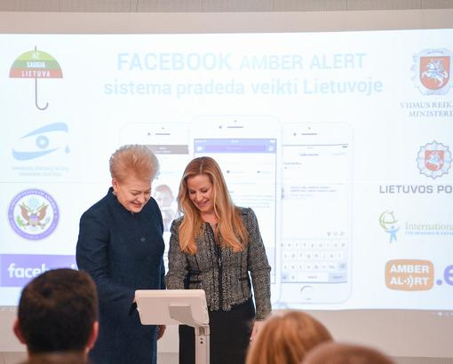 """Prezidentė aktyvavo dingusių vaikų paieškai skirtą """"Facebook"""" sistemą"""