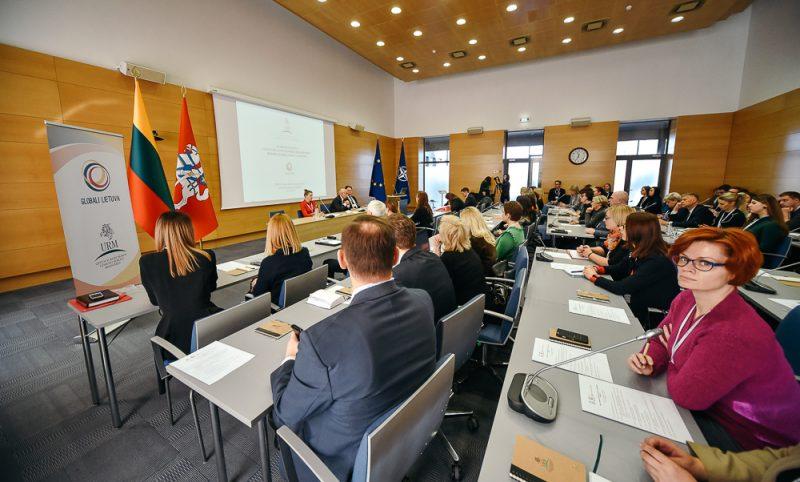 Savivaldybių atstovams pristatytos galimybės skatinti ryšius su užsienyje gyvenančiais lietuviais