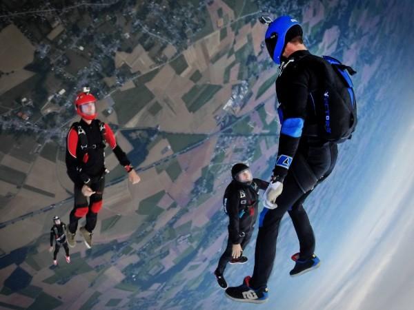 Šuolis parašiutu: ką būtina žinoti prieš žengiant šį žingsnį?